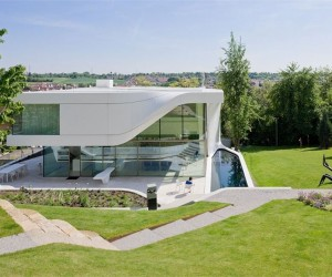 Curvy Villa on the Outskirts of Stuttgart