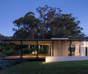 Cantilevered Over a Pond: Glass Pavilion in Somersby, Australia