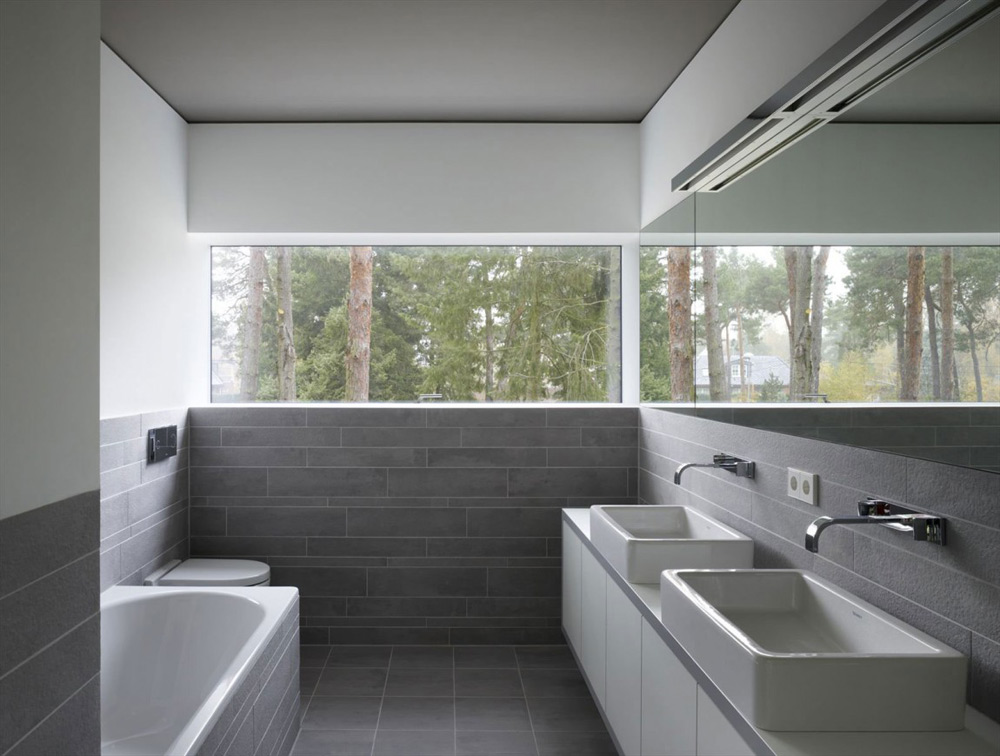 Bathroom, Minimum House by Scheidt Kasprusch Architekten