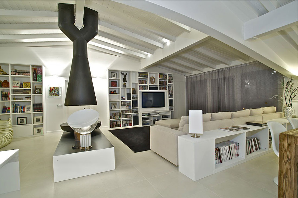 Living space, Penthouse in Sondrio, Italy by Fabio Gianoli