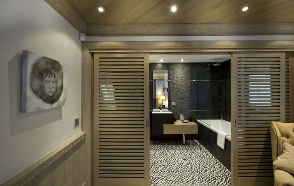 Bathroom, Chalet White Pearl by Philippe Capezzone