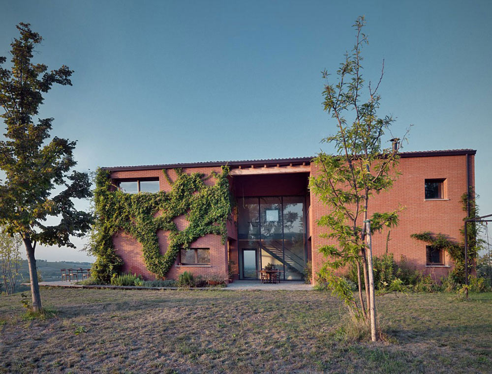 Countryhouse in Val Tidone, Italy by Park Associati