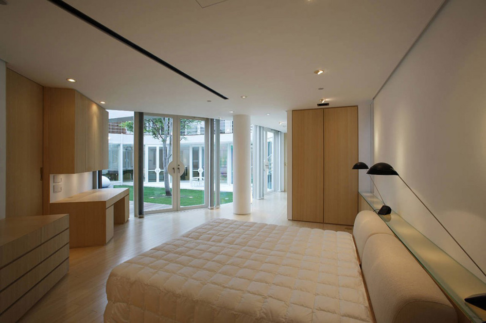 Bedroom, F Residence by Edward Suzuki Architecture