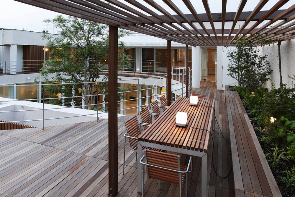 Terrace & Courtyard, F Residence by Edward Suzuki Architecture