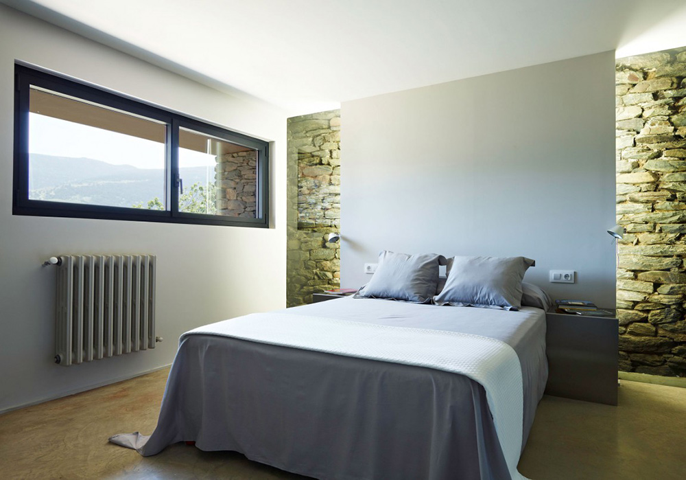Bedroom, Mas La Riba by Ferran López Roca Arquitectura