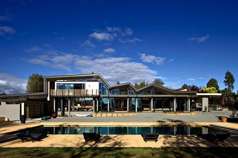 Mountain Range House, New Zealand by Irving Smith Jack Architects