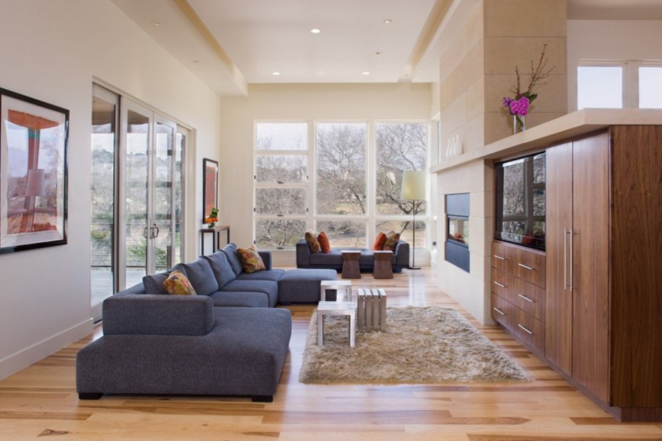 Living Room, Westlake Drive House by James D. LaRue Architects