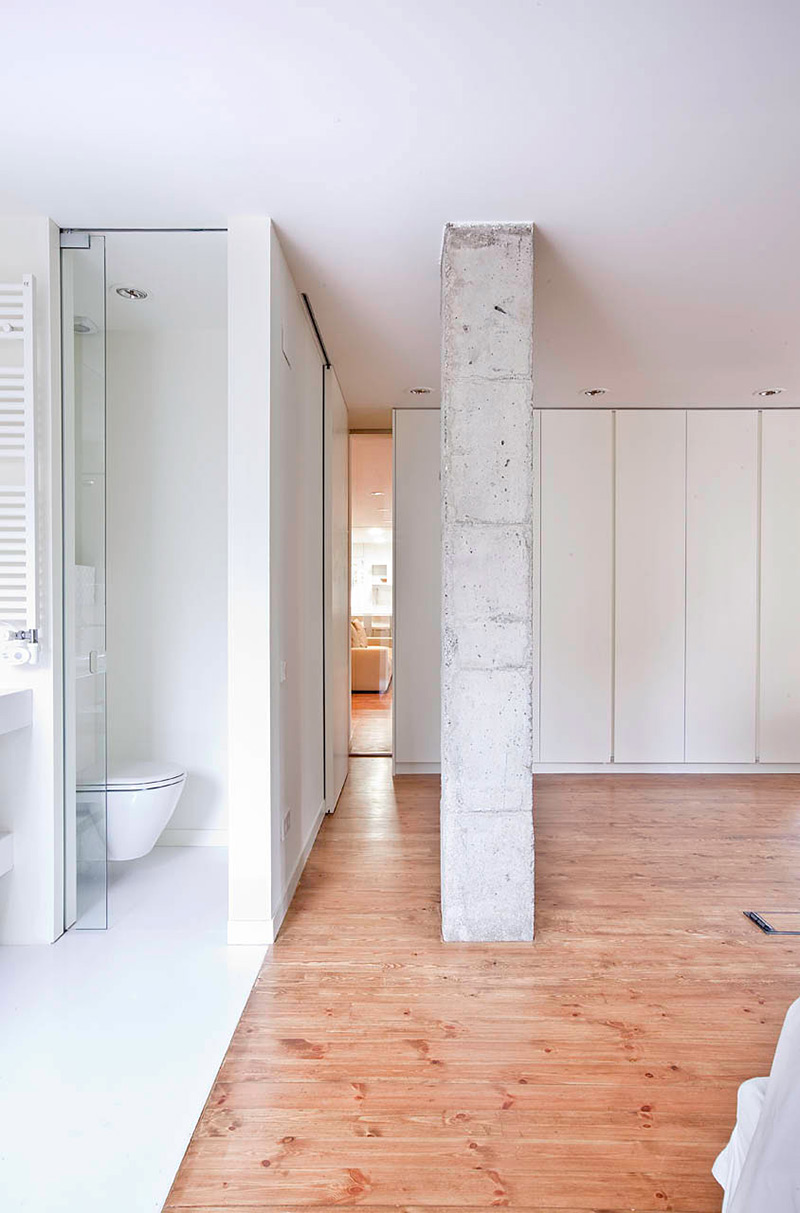 Bedroom & Bathroom, Bonanova Apartment by Marià Castelló Martínez