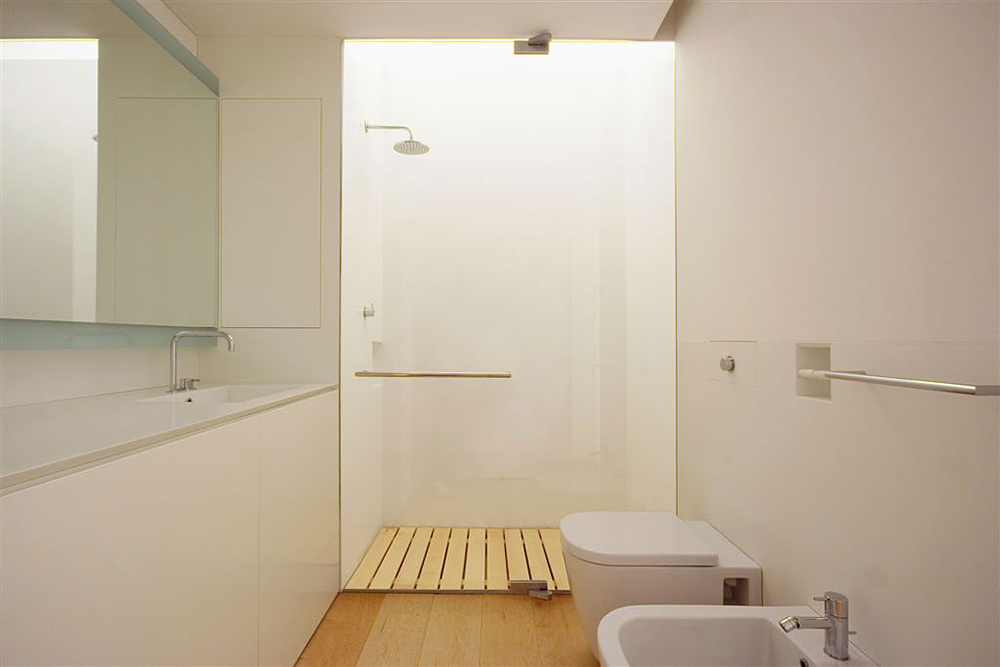 Bathroom shower glass wall como loft milan by jm for Loft bathroom ideas design