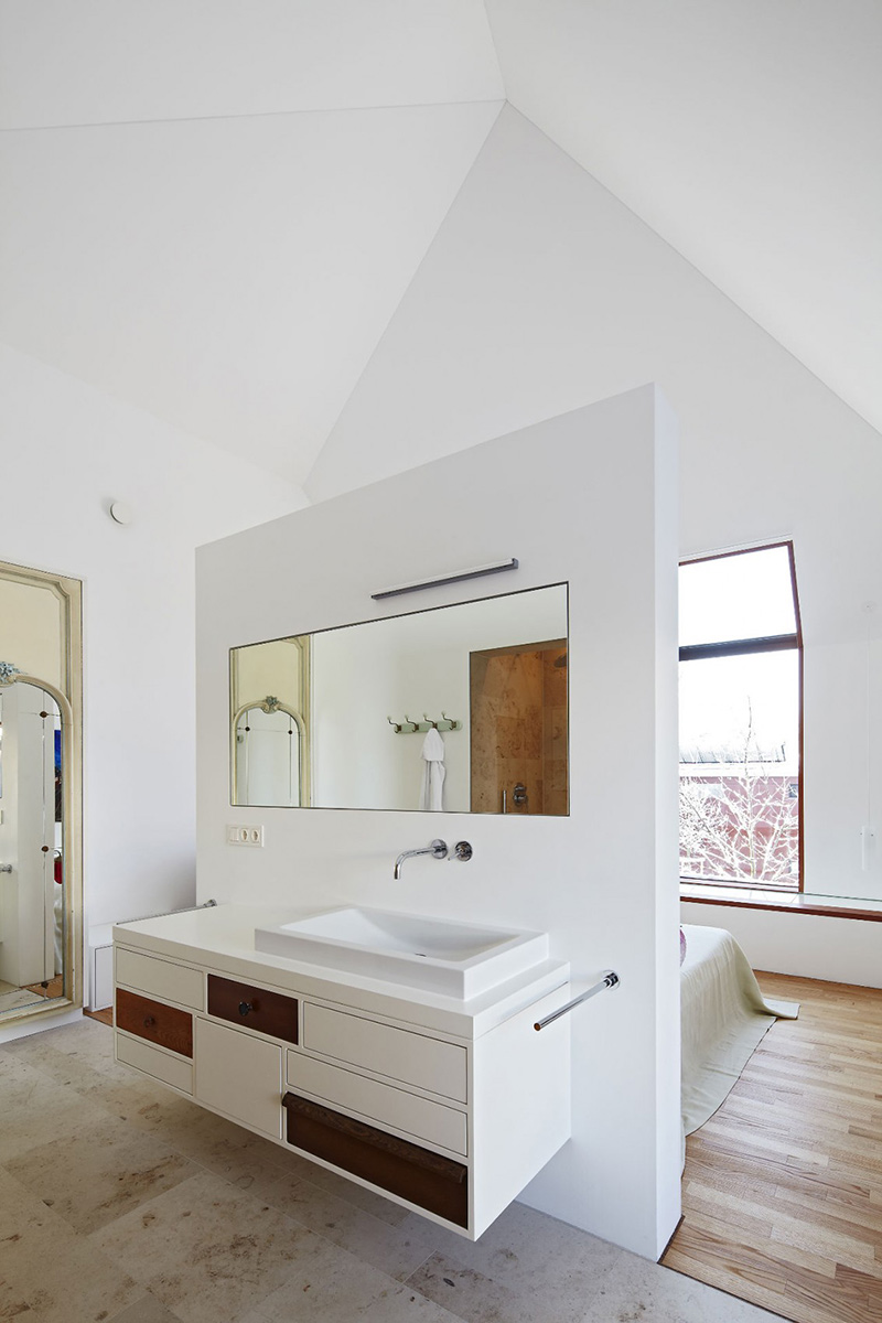 Bathroom, House 11 x 11, Munich by Titus Bernhard Architekten
