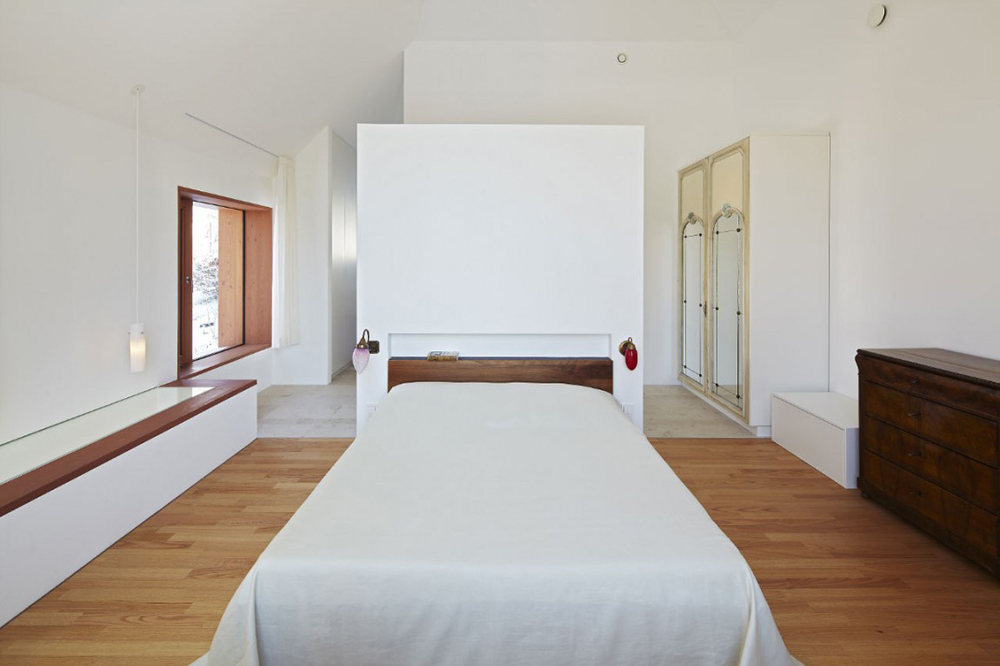 Bedroom, House 11 x 11, Munich by Titus Bernhard Architekten
