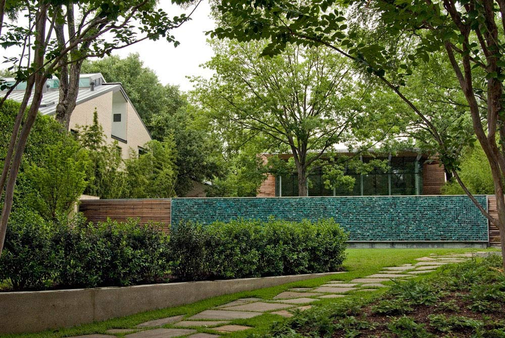 Recycled Glass Wall House In The Garden Dallas By