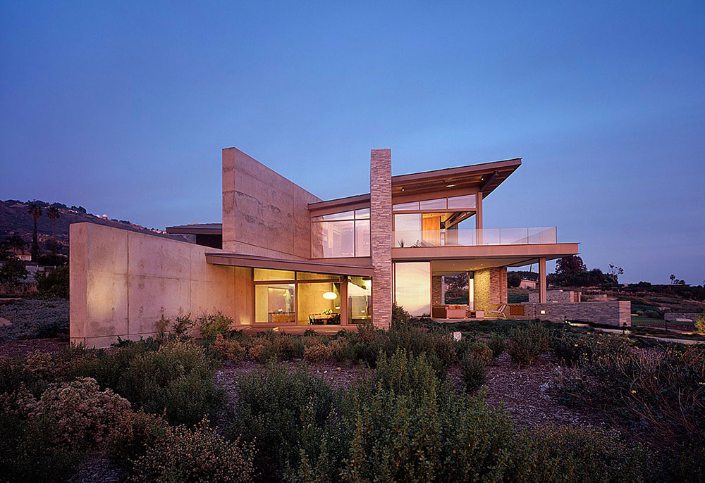 Lights in the Evening, Altamira Residence, California by Marmol Radziner
