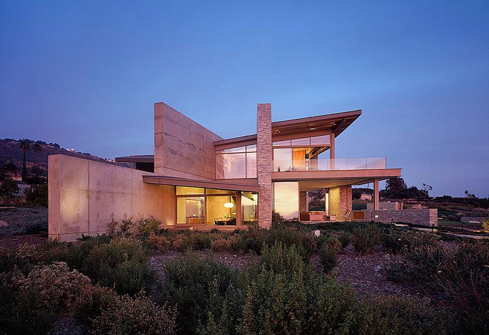 Lights in the Evening, Altamira Residence, California by Marmol Radziner