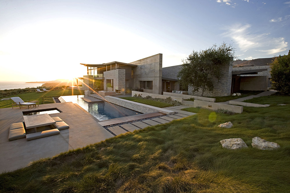 Pool & Terrace in the Evening, Altamira Residence, California by Marmol Radziner