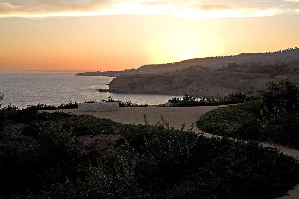 Evening View, Altamira Residence, California by Marmol Radziner