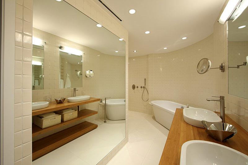 Bathroom, Lake House, Lake Tahoe by Mark Dziewulski Architect