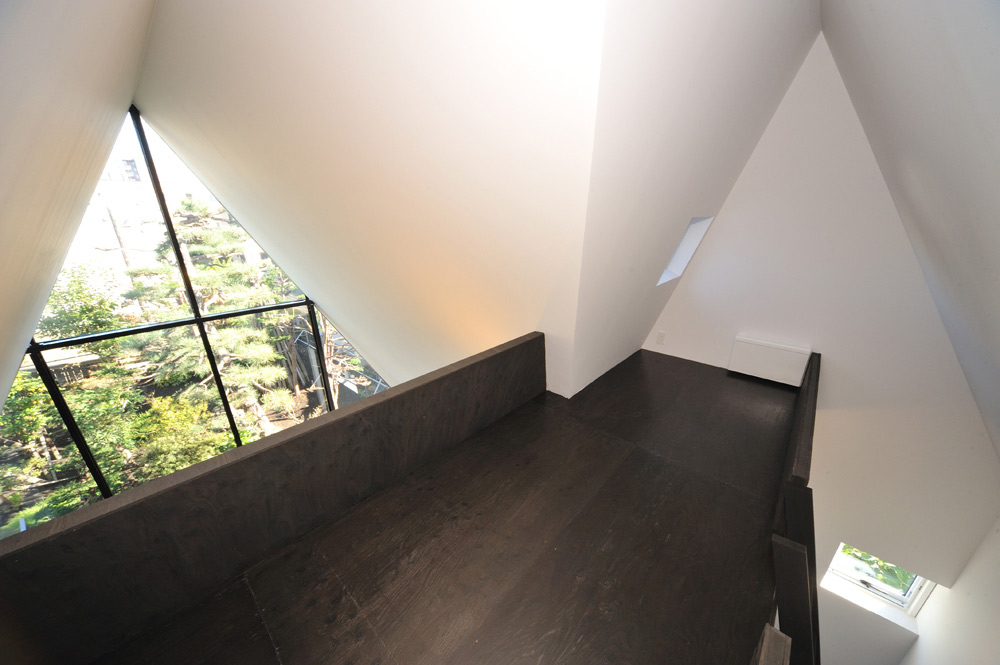 Mezzanine, ASH House, Japan by IRA