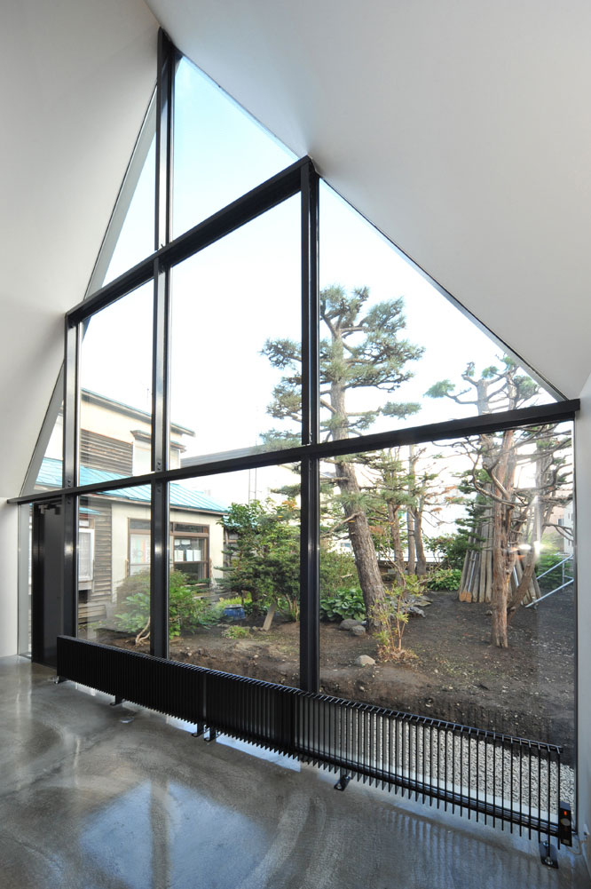 Glass Walls, ASH House, Japan by IRA