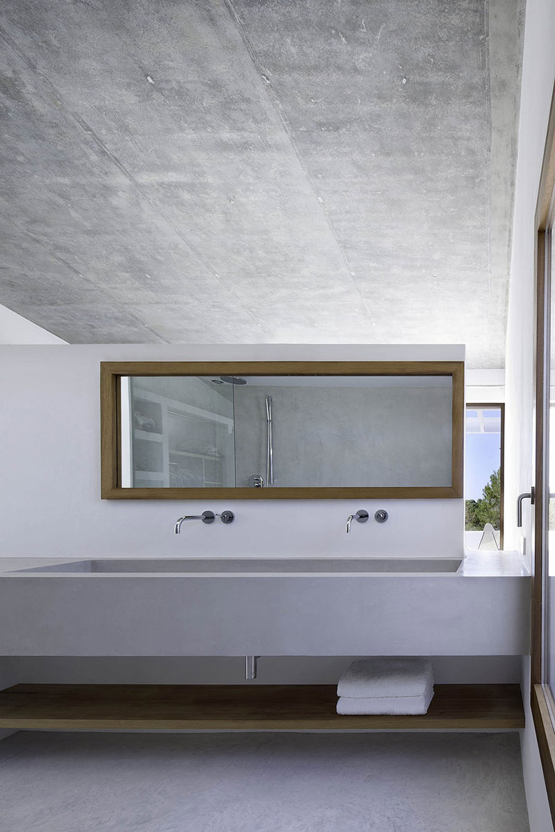 Contemporary Sinks, Bathroom, Can Manuel d'en Corda by Marià Castelló Martínez