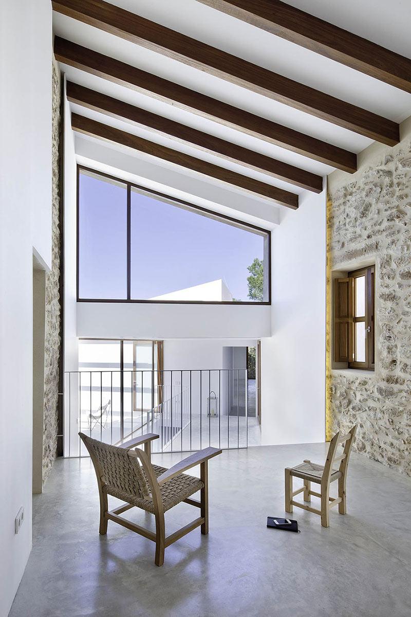 Hall, Can Manuel d'en Corda by Marià Castelló Martínez