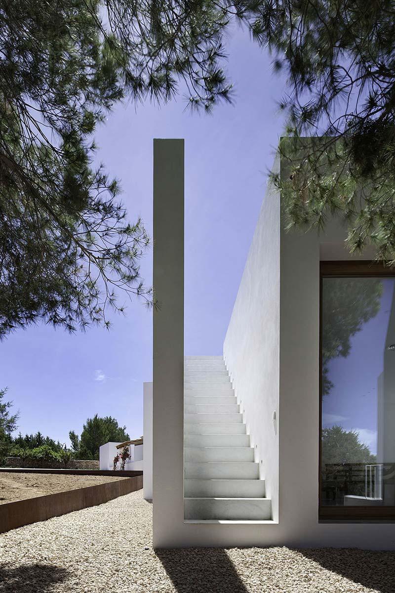 Outdoor Staircase, Can Manuel d'en Corda by Marià Castelló Martínez