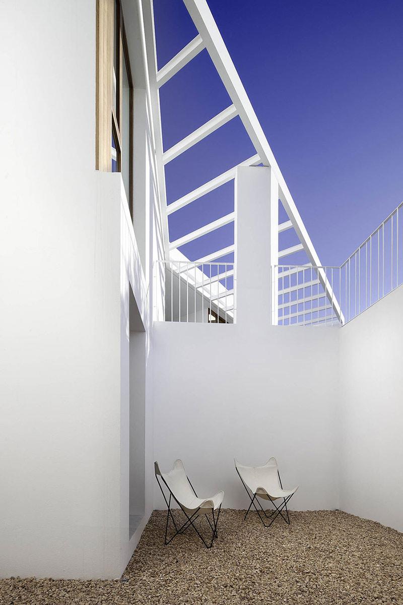 Terrace, Can Manuel d'en Corda by Marià Castelló Martínez