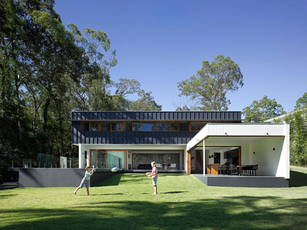 Fig tree pocket house 2 brisbane by shane plazibat architects for Modern house designs australia