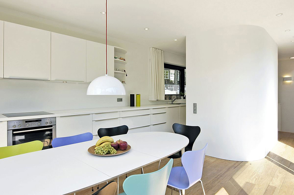Kitchen, Houseboat, Eilbek Canal by Rost Niderehe Architects
