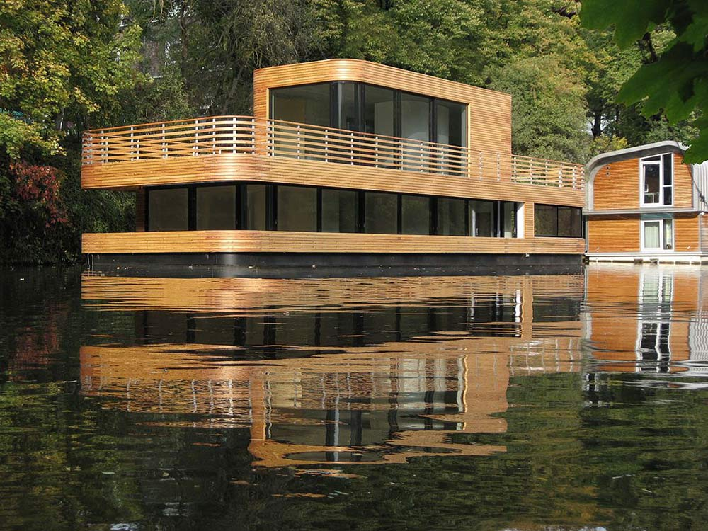 Houseboat, Eilbek Canal by Rost Niderehe Architects