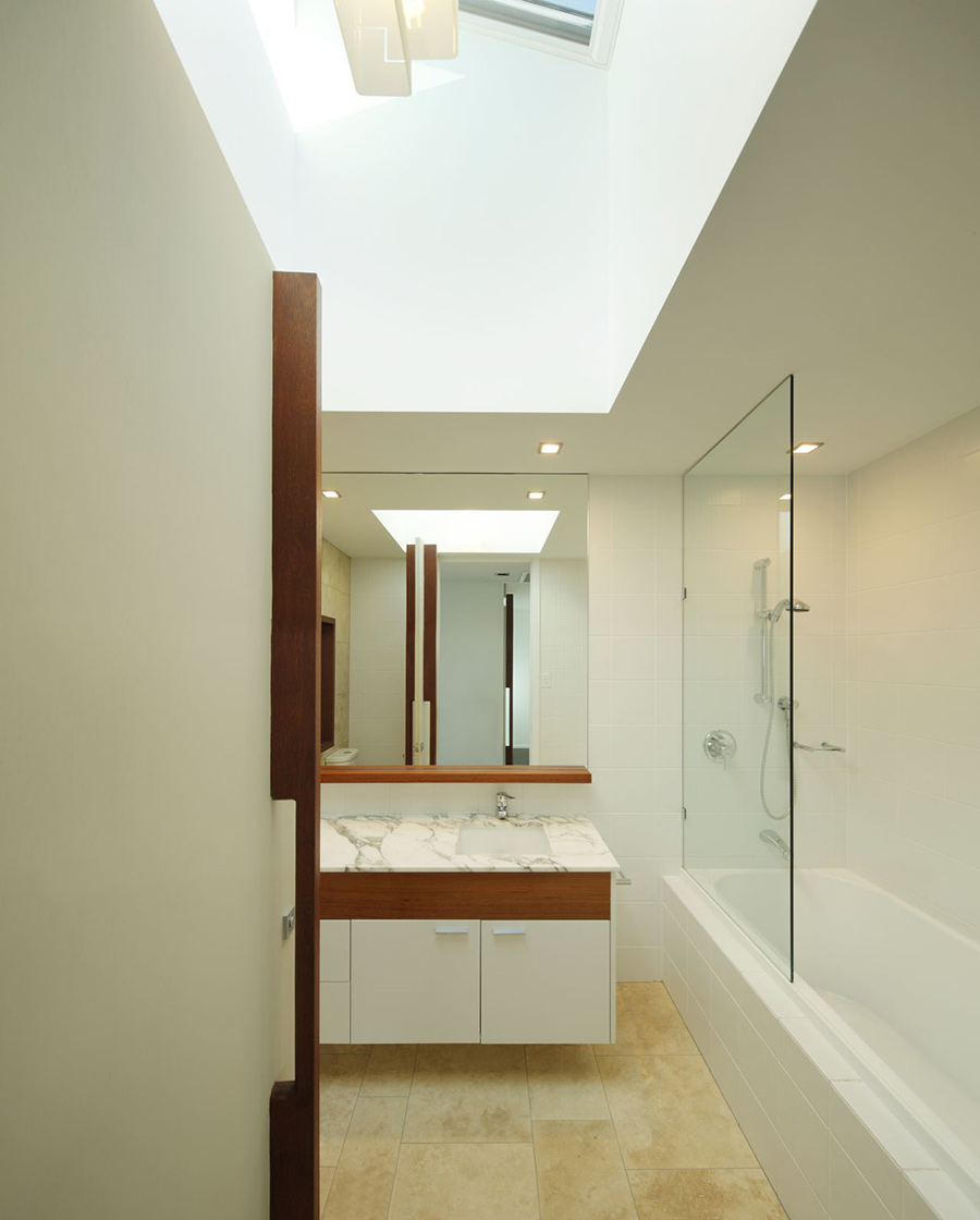 Bathroom, Park House, Queensland, Australia by Shaun Lockyer Architects