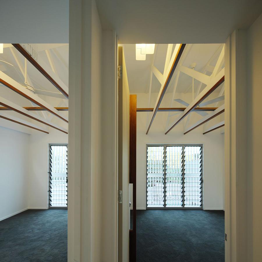 Interesting Beams, Park House, Queensland, Australia by Shaun Lockyer Architects