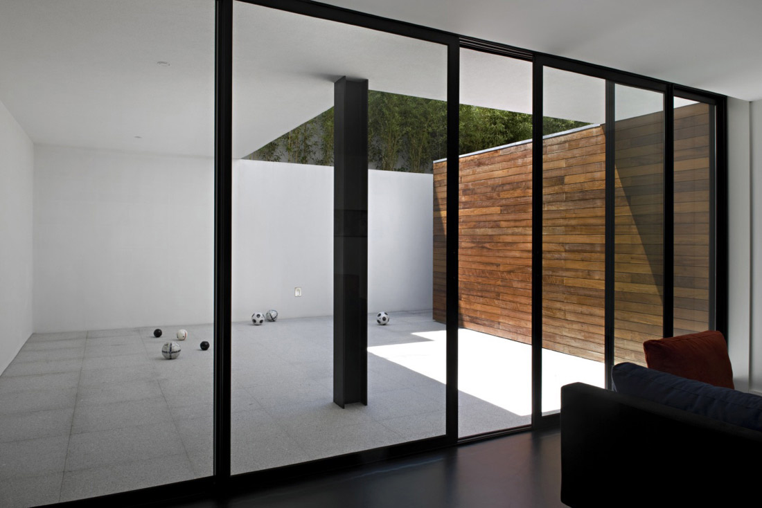 Courtyard, CS House Portugal by Pitagoras Arquitectos