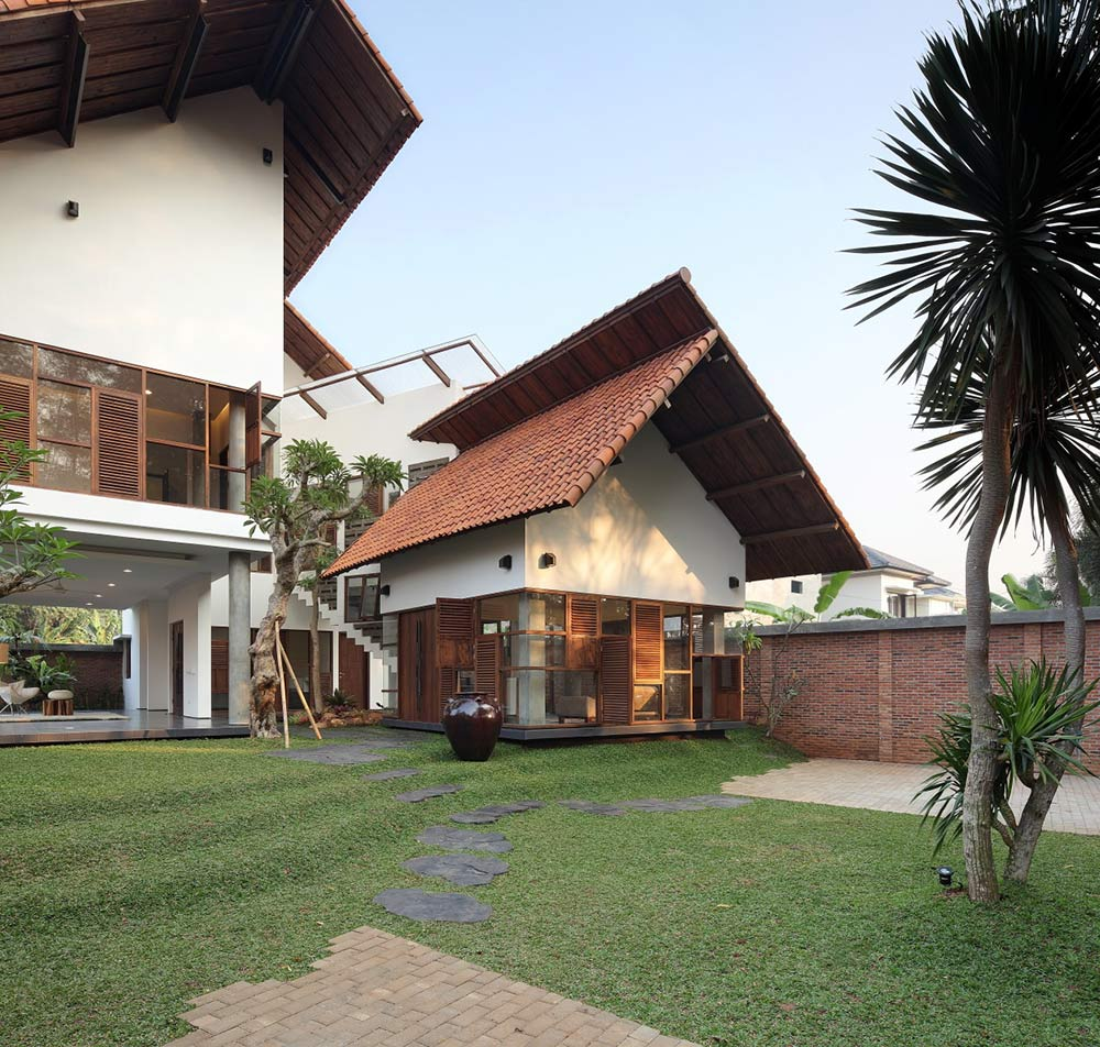 Distort House, Jakarta by TWS & Partners