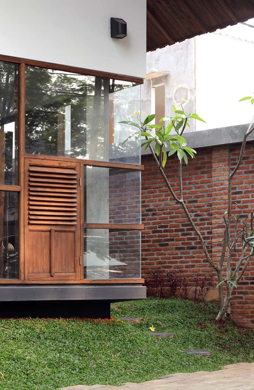 Glass Walls, Distort House, Jakarta by TWS & Partners