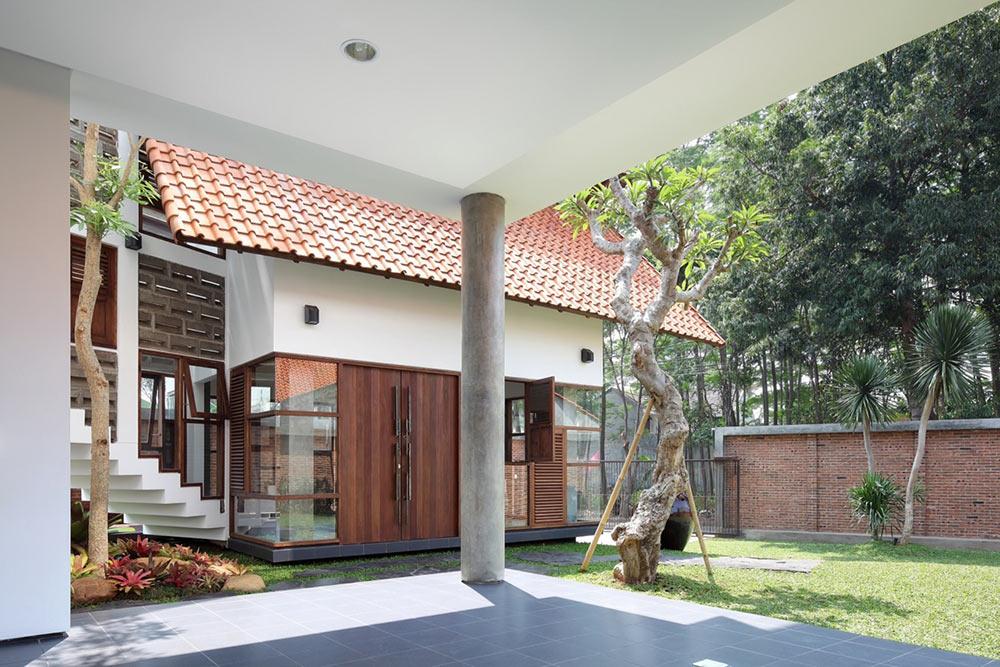 Terrace, Distort House, Jakarta by TWS & Partners