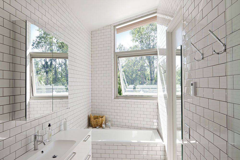Bathroom, Dutchess House No. 1, New York by Grzywinski+Pons