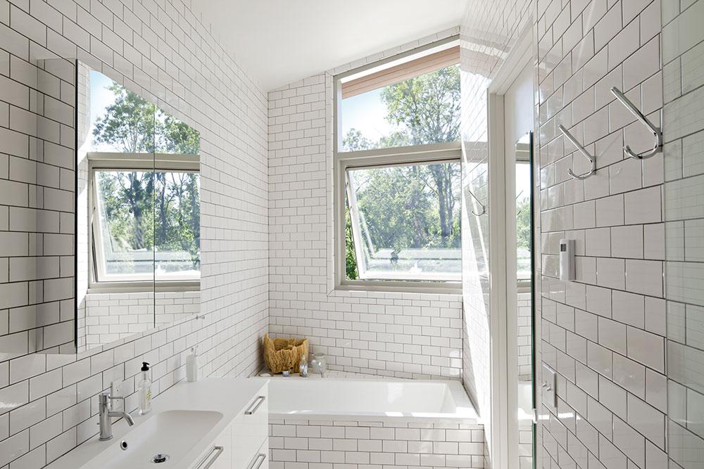 Bathroom, Dutchess House No. 1, New York by Grzywinski+Pons