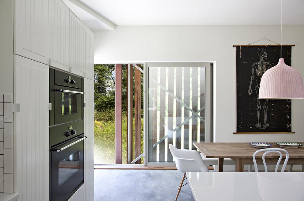 Kitchen, Dining, Dutchess House No. 1, New York by Grzywinski+Pons