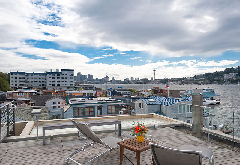 Rooftop Deck, Lake Views, Lake Union Floating Home, Seattle by Vandeventer + Carlander Architects