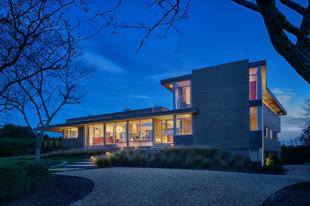 Evening lights house by the pond new york by stelle Modern house architect new york