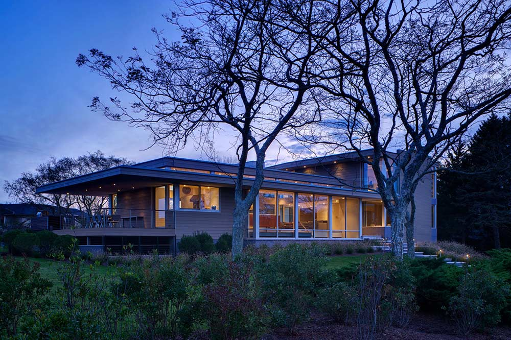Evening, House by the Pond, New York by Stelle Architects