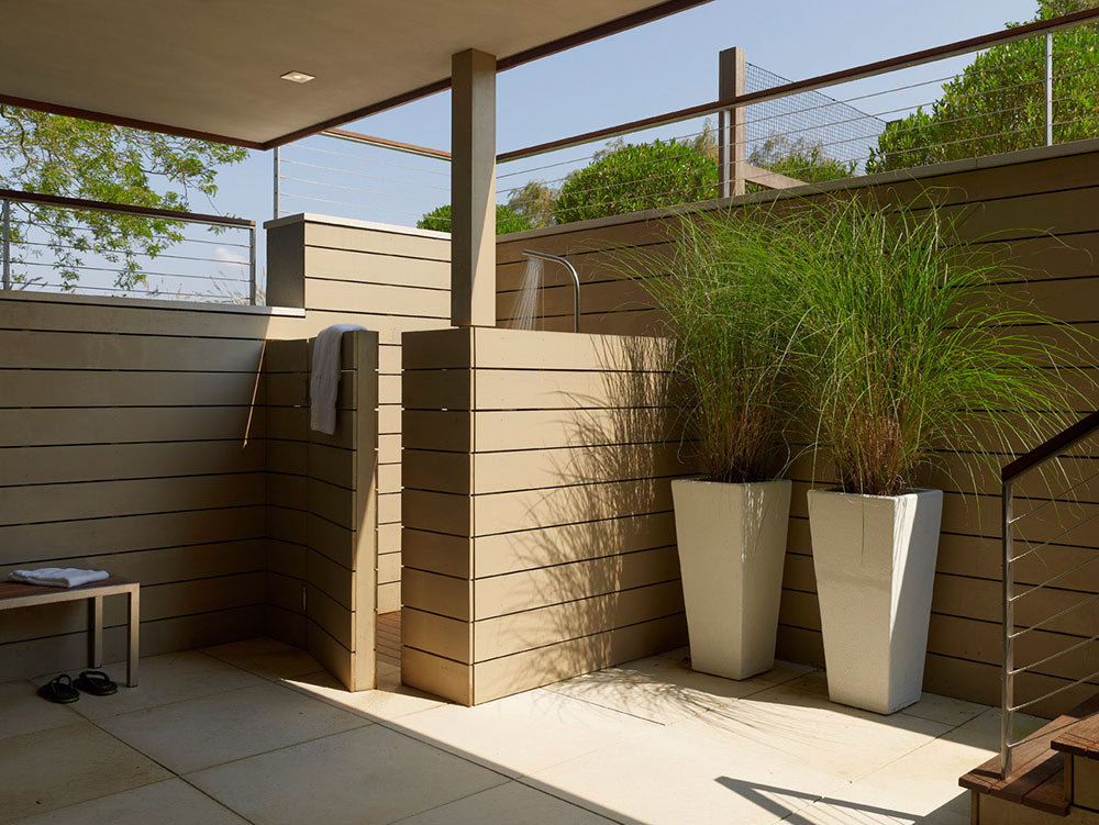 Outdoor Shower, House by the Pond, New York by Stelle Architects