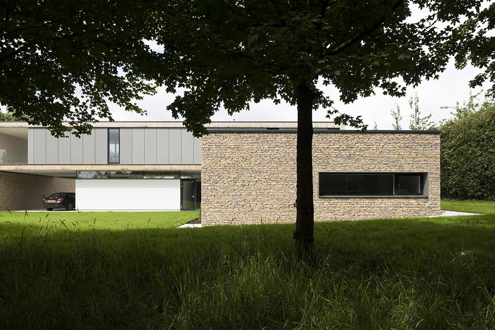 Back Garden, Hurst House, Buckinghamshire by John Pardey Architects + Strom Architects