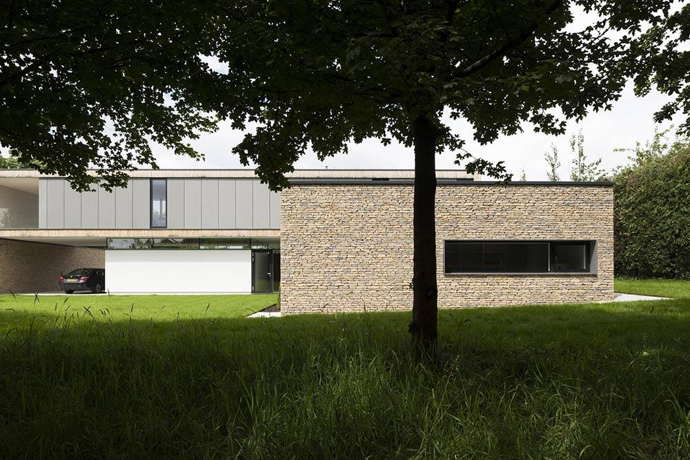 Back Garden, Hurst House, Buckinghamshire by John Pardey Architects + Strom Architects
