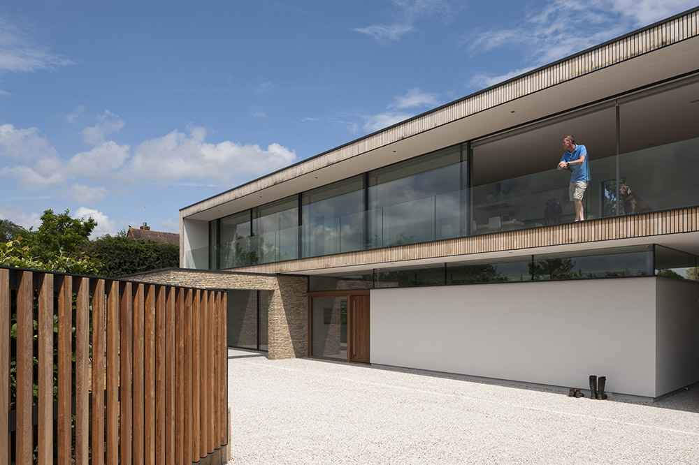 Entrance Balcony, Hurst House, Buckinghamshire by John Pardey Architects + Strom Architects