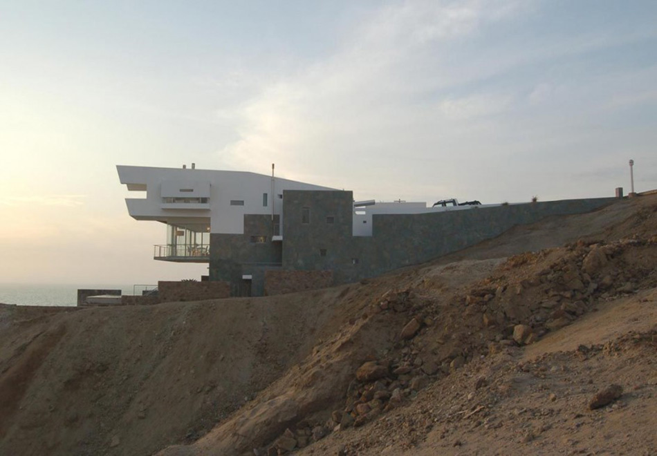 Cliff Edge, Lefevre House, Peru by Longhi Architects