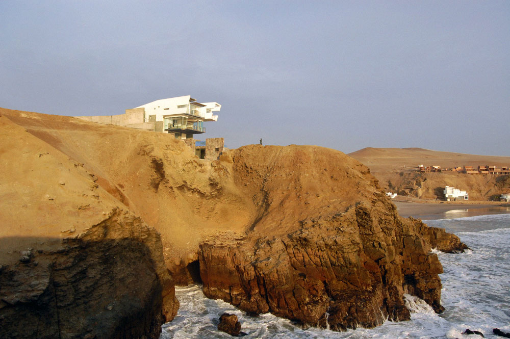 Cliff View, Lefevre House, Peru by Longhi Architects