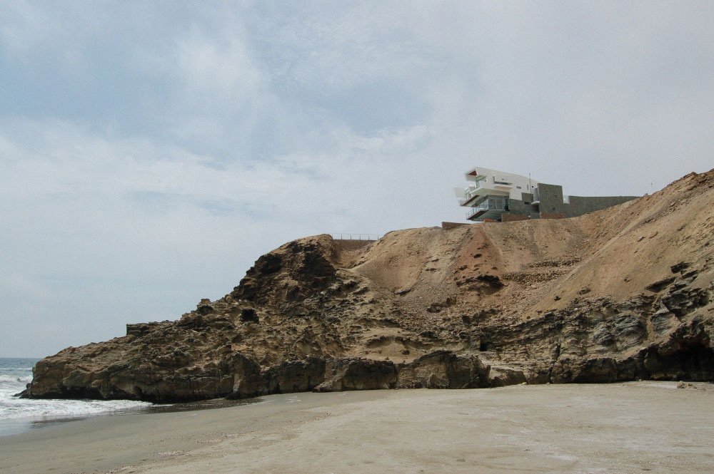 View from the Beach, Lefevre House, Peru by Longhi Architects