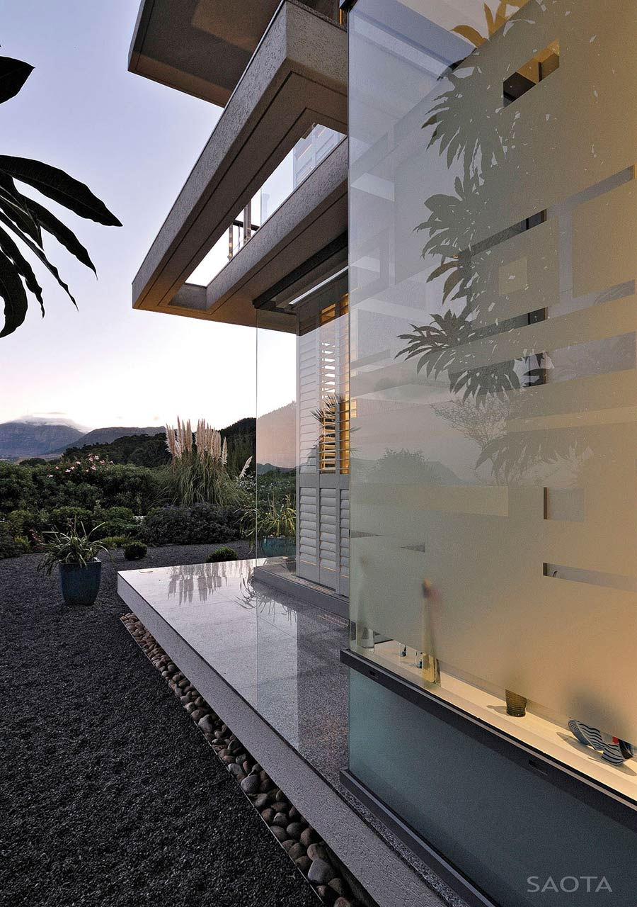 Glass Walls, Montrose House, Cape Town by SAOTA